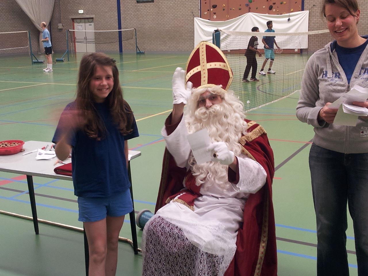 Tja, de Sint speelt ook badminton