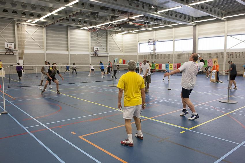 Hal overzicht, er zijn negen badminton velden beschikbaar
