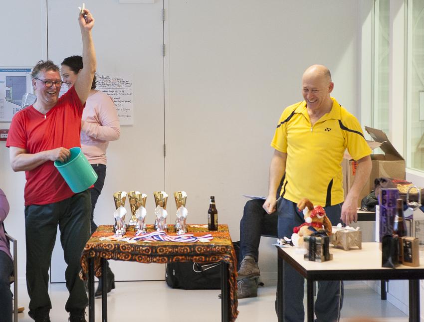 Prijsuitreiking van een badmintontoernooi